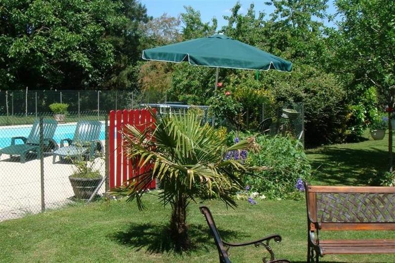 Piscine Le Clos de la Vigneronne (jardin piscine)