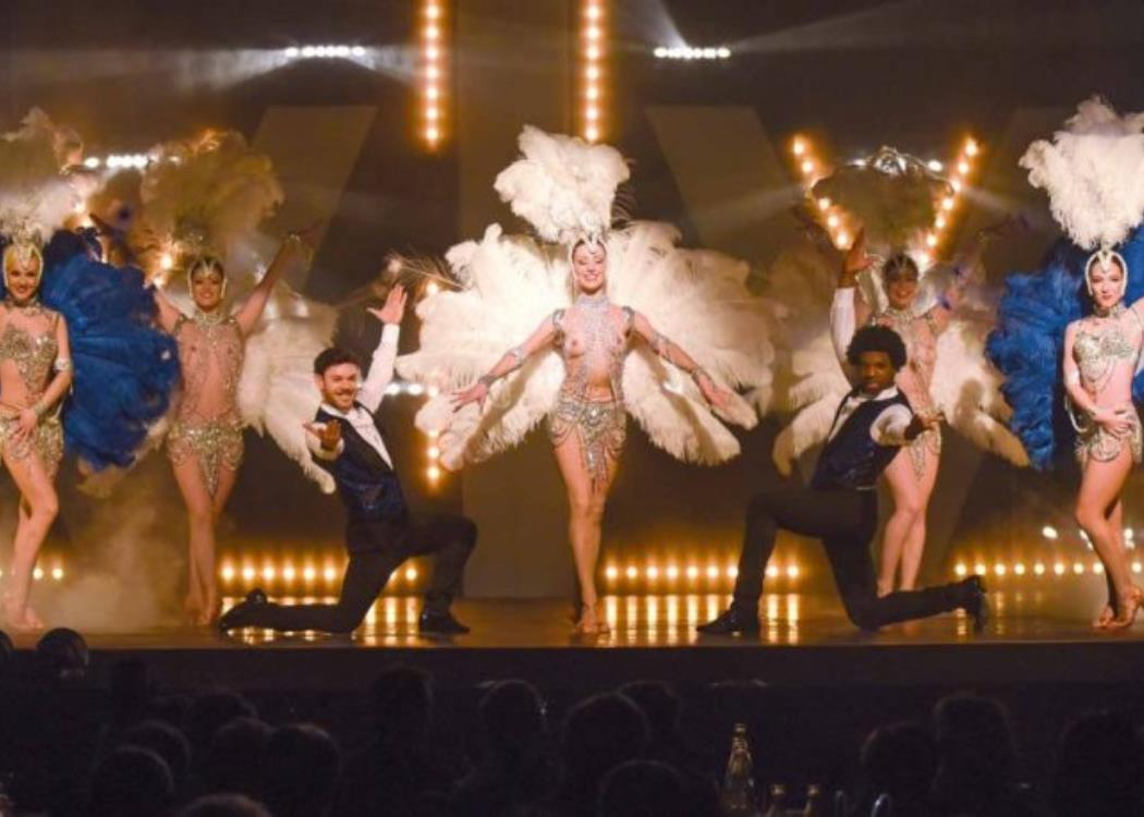 Show-Caprice-plumes-blanches-2