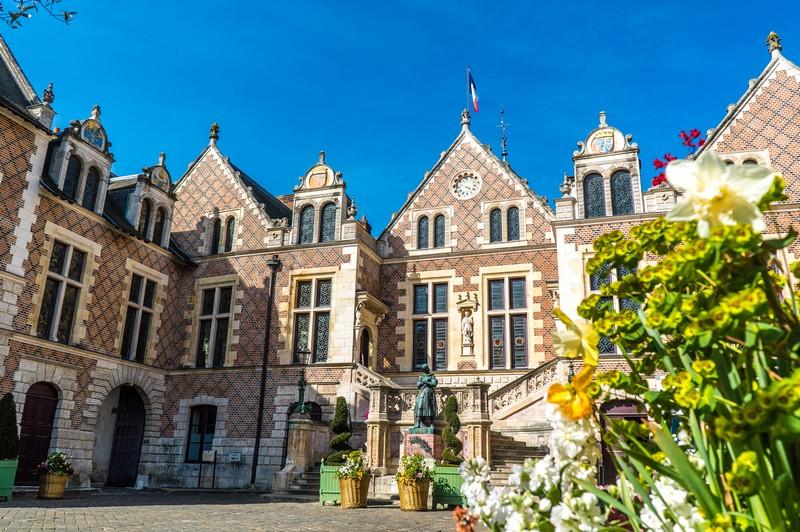 Hôtel-Groslot-extérieur